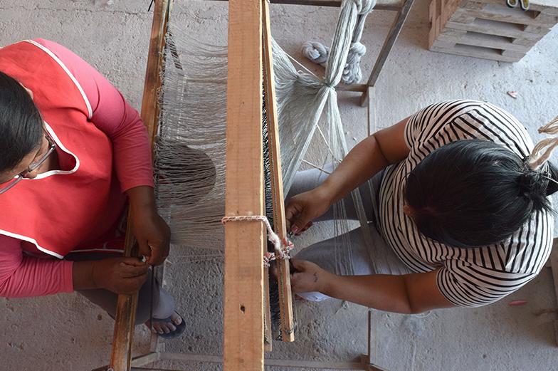 Fundación Artesanías de Chile lanza nueva colección de chal aymara