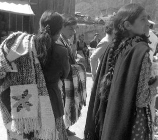 Seno del Reloncaví una cultura asociada al trabajo artesanal textil